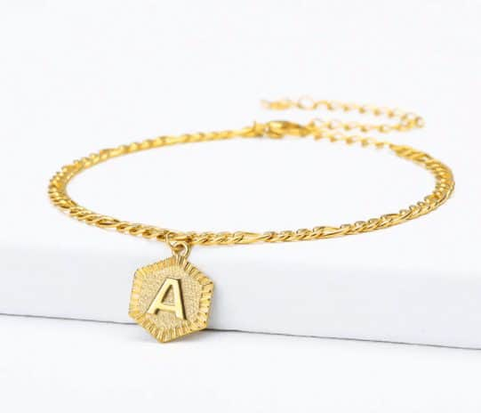 gold anklets in style